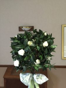 bay tree wit ivory roses & lights